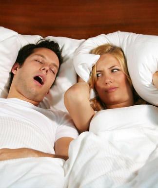 Муж сильно храпит во сне